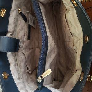 Michael Kors Bags - Michael Kors Large Susannah handbag NWT